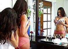 Mommy`s Girl - Veronica Rodriguez, Ariella Ferrera