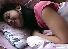 Blindfolded teen Linda fondling two cooters