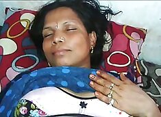 Mature wrinkled Indian wife deserves some good missionary fuck